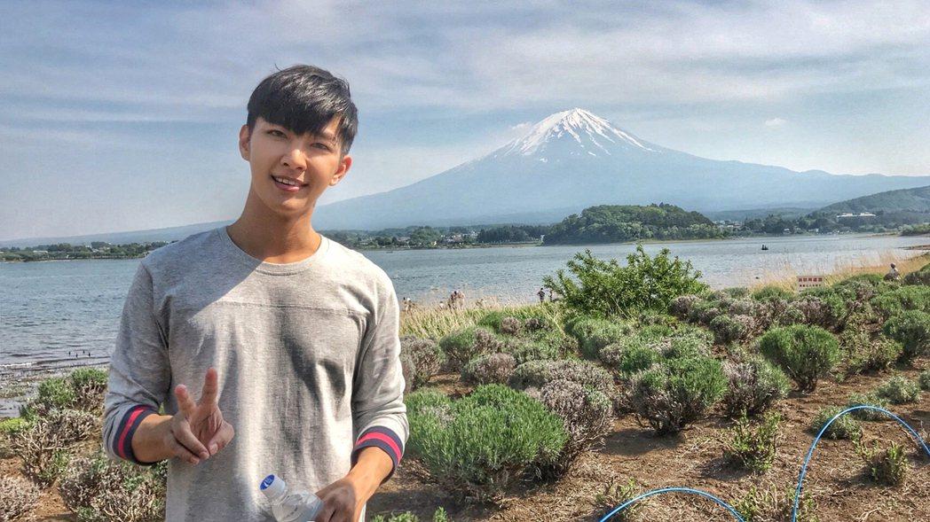 炎亞綸日本會粉絲,河口湖輕旅行。圖/華研提供