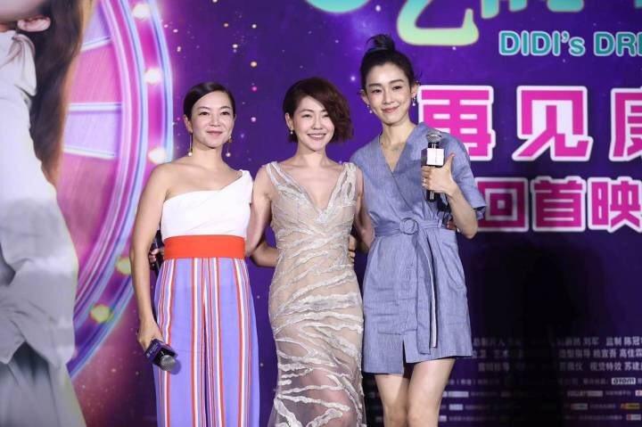 小S(中)首部主演電影「吃吃的愛」今於北京舉辦首映會,好姐妹阿雅(左)與范范出席...