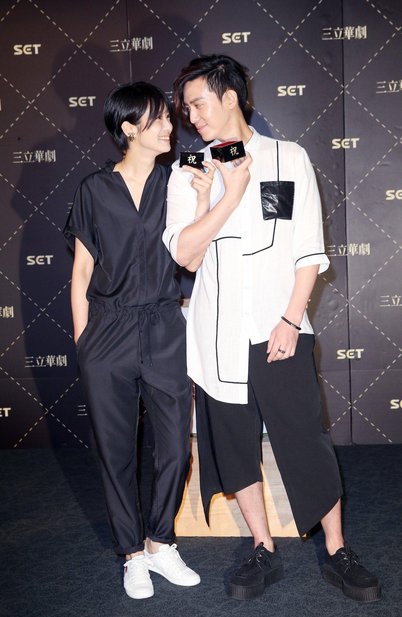陳楚河(右)與賴雅妍將前進日本會粉絲。記者陳瑞源/攝影(※ 提醒您:禁止酒駕 飲...