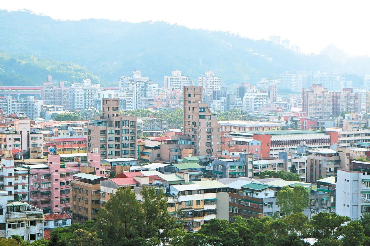營建署最新調查報告顯示,分析目前租屋主流,承租公寓比例台北市有75%較高,透天以...