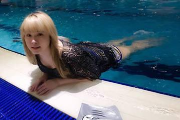 小小瑜(張芯瑜)日前在臉書分享在游泳池中泳姿,展現她前游泳國手的實力,網友讚她是「美人瑜」。小小瑜其實在出道前曾是游泳國手,在大小比賽上獲得不少佳績,後來因傷只能退出運動員生涯,最近她到韓國首爾旅遊...