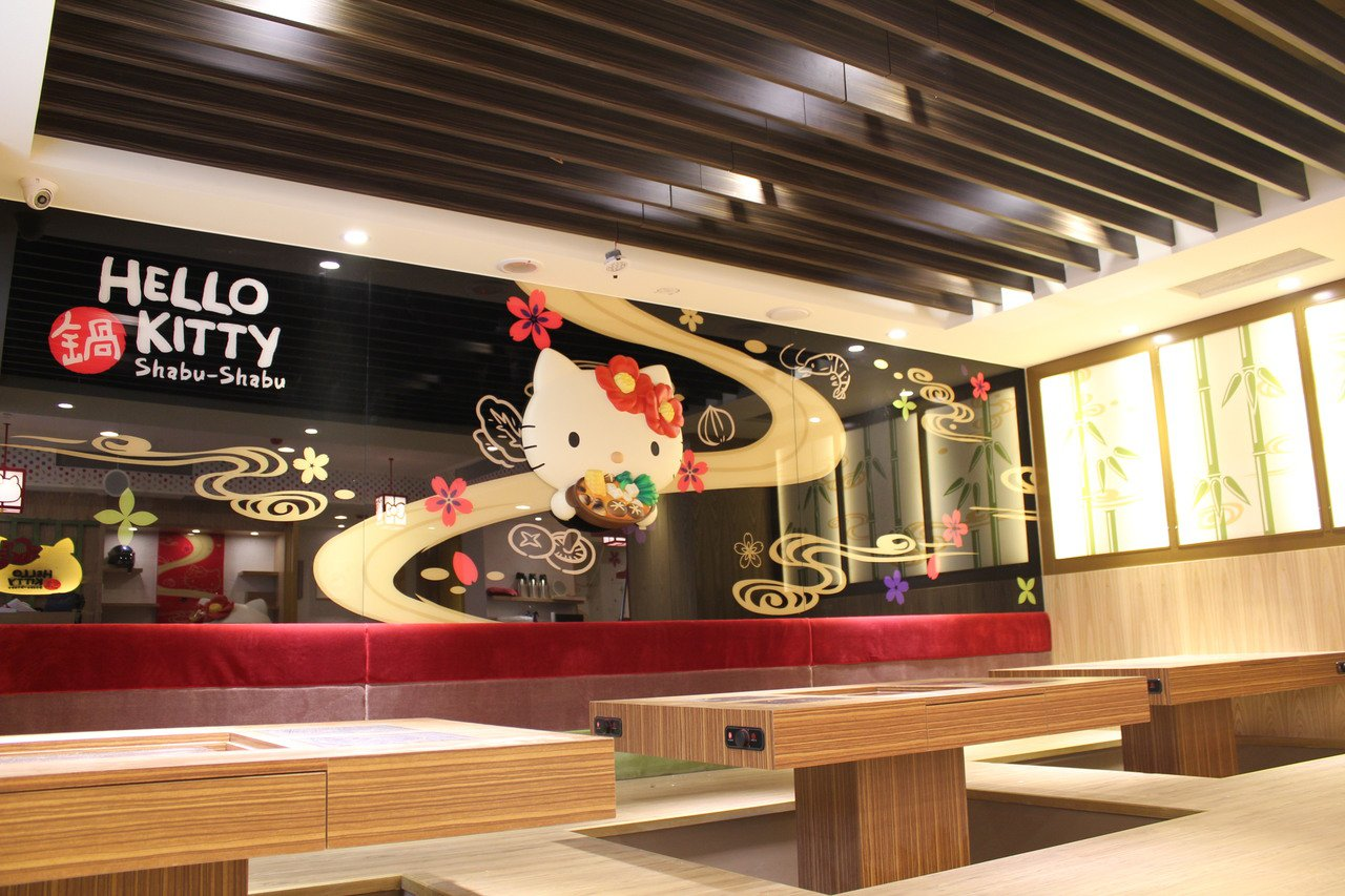 Hello Kitty火鍋店從裝潢到餐點,都有無嘴貓身影無所不萌。圖/Hello...