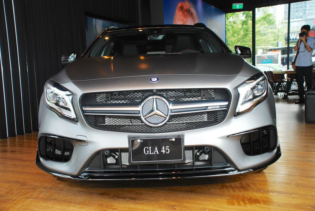 Mercedes-AMG GLA 45 4MATIC加裝上AMG Aerodynamic Package 空力套件。記者林昱丞/攝影