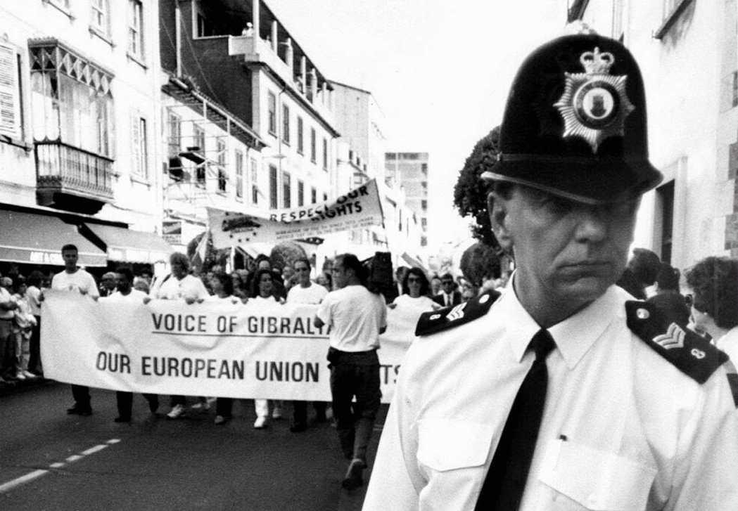 1997年西班牙向英國提出「主權共享」,引發直布羅陀民眾強烈反彈。 圖/路透社