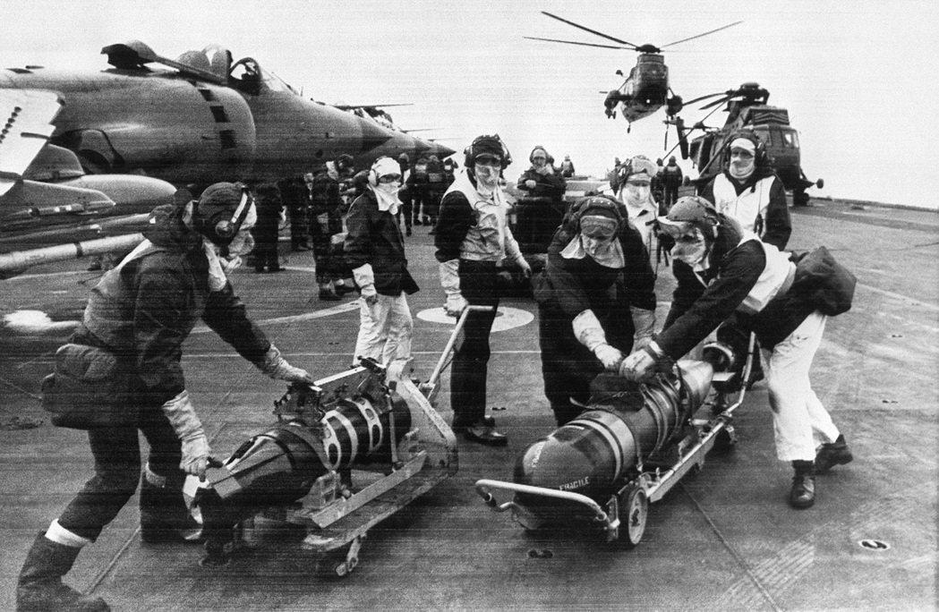 當年直布羅陀是英國發動福克蘭戰爭的補給基地,這樣的身分已經令西班牙立場非常尷尬。...