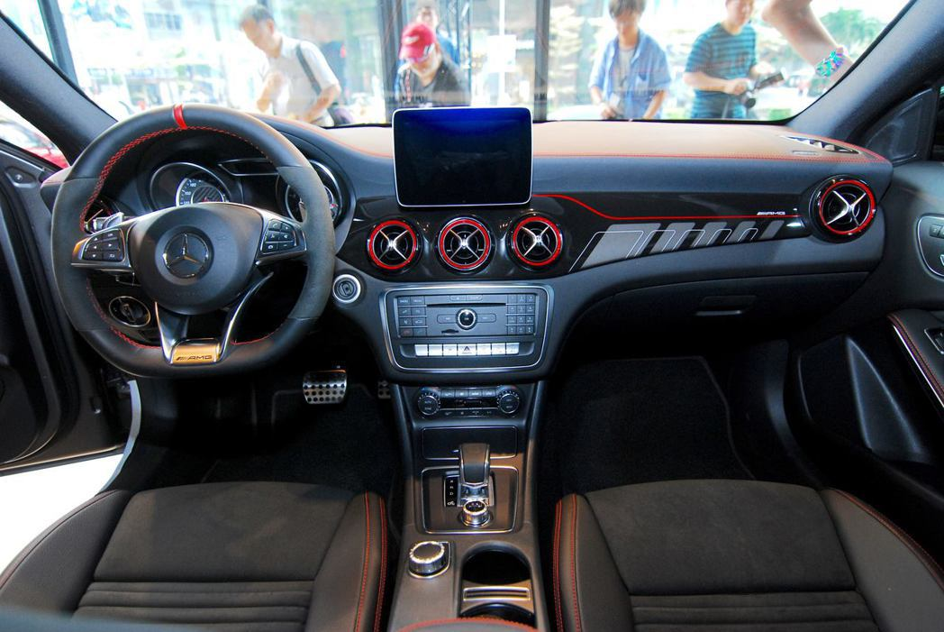 Mercedes-AMG GLA 45 4MATIC內裝。記者林昱丞/攝影