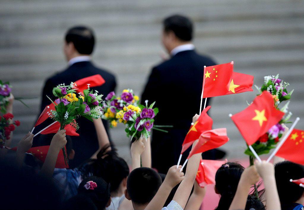 一年內三次的中越公報,在時機點上雖然看似針對臺灣,實則更與南海周邊情勢有關。藉由切斷越南可能的外援與盟友,中國希望能迫使越南無論在兩岸關係,或南海議題,都屈服於其政治意志之下。 圖/路透社
