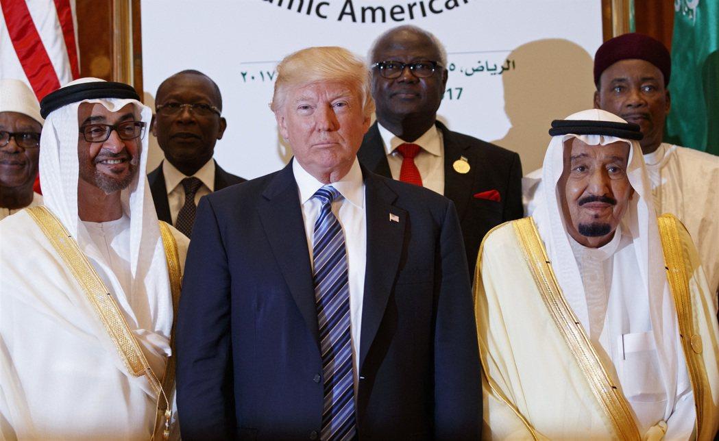 川普出訪中東,沙烏地阿拉伯送上軍購大禮,美股應聲上揚。(美聯社)