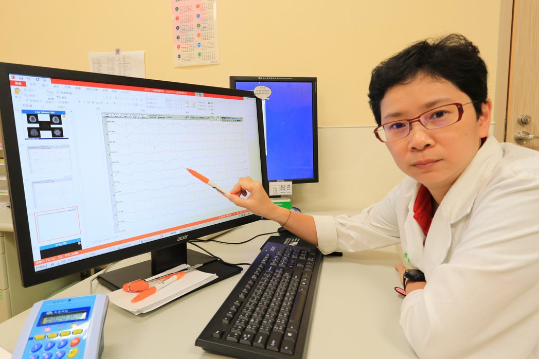 亞洲大學附屬醫院小兒神經科醫師張鈺孜強調,罹患抗NMDA受體腦炎的患者會先出現發...