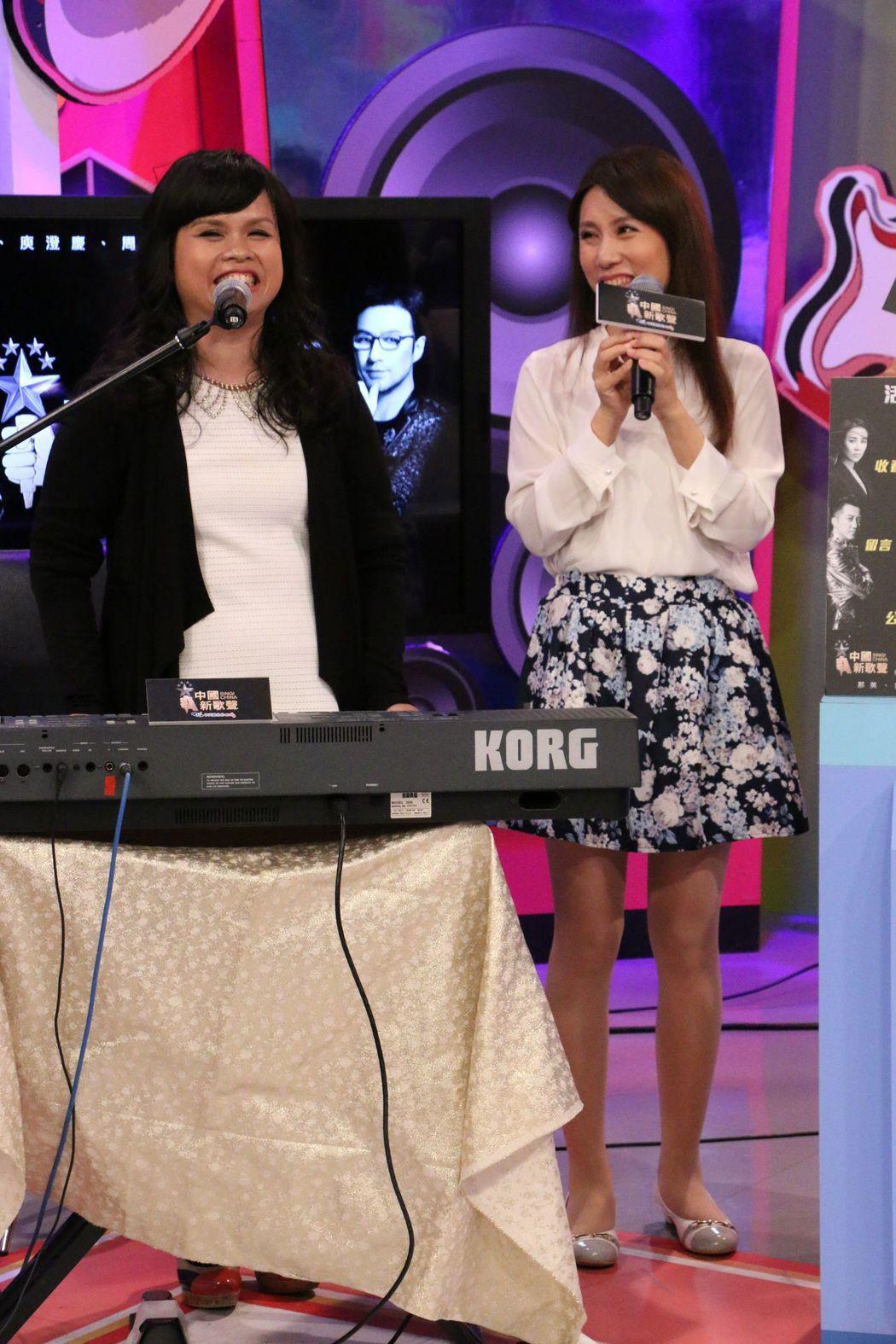 張玉霞(左)、張玉玲出席中天「點播新歌聲,就唱給你聽」網路直播點歌活動。圖/中天