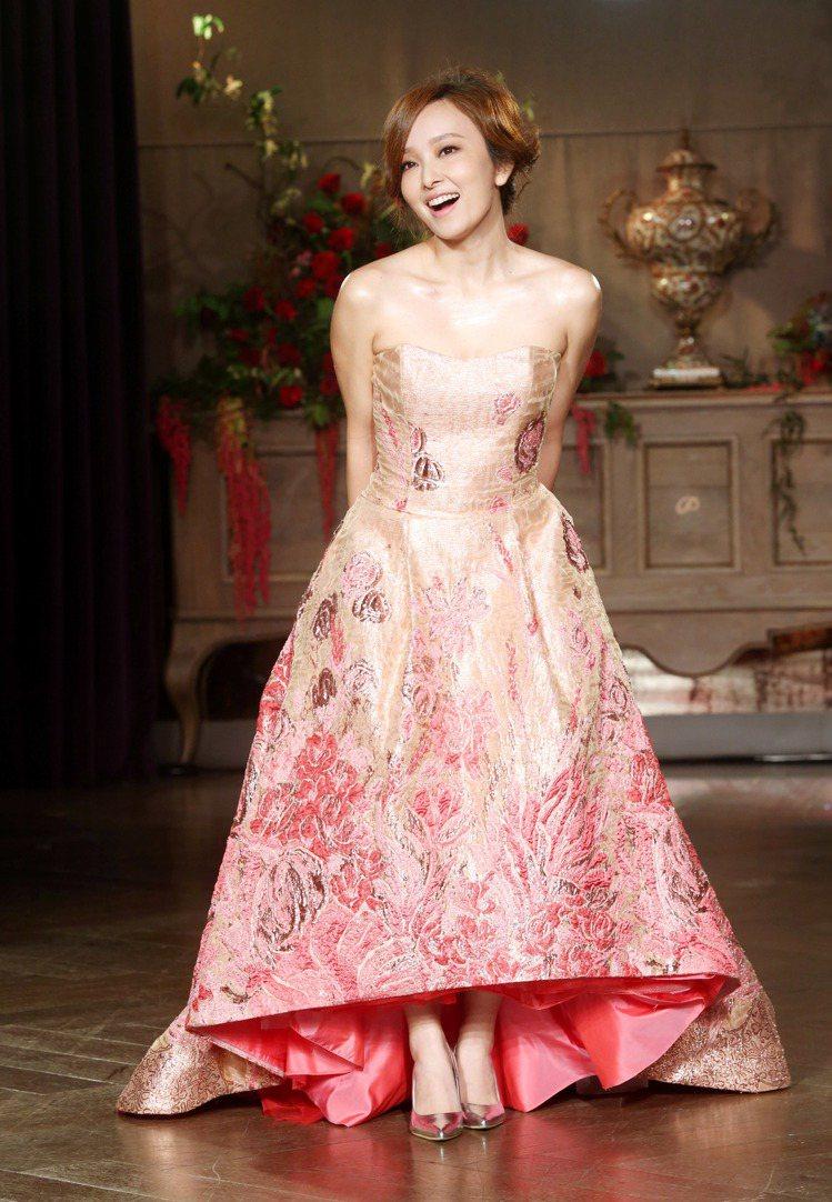 愛紗昨天在蘇菲雅婚紗2017春夏禮服發表會上走秀。圖/記者邱德祥攝影