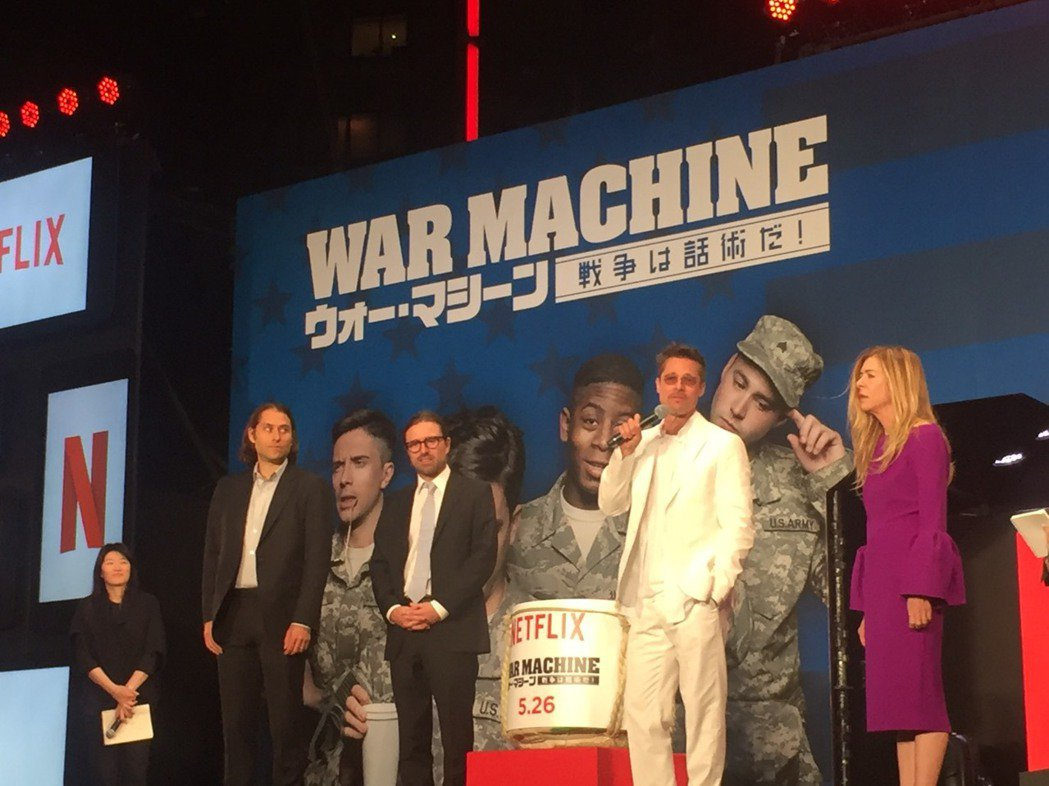 製片傑里米克萊納(左起)、導演大衛米奇歐、布萊德彼特以及製片蒂蒂嘉納一同為「戰爭...