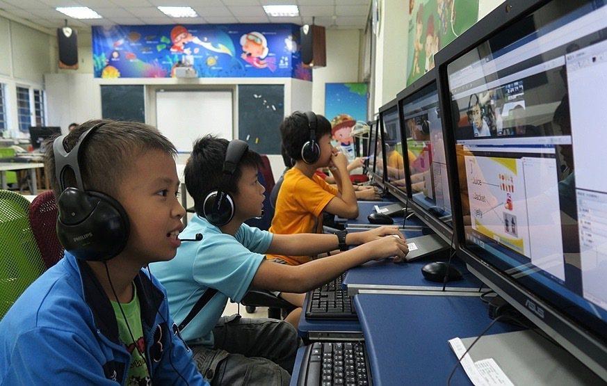 國際扶輪社從5年前開始,投入偏鄉線上英語教育。圖/扶輪社提供
