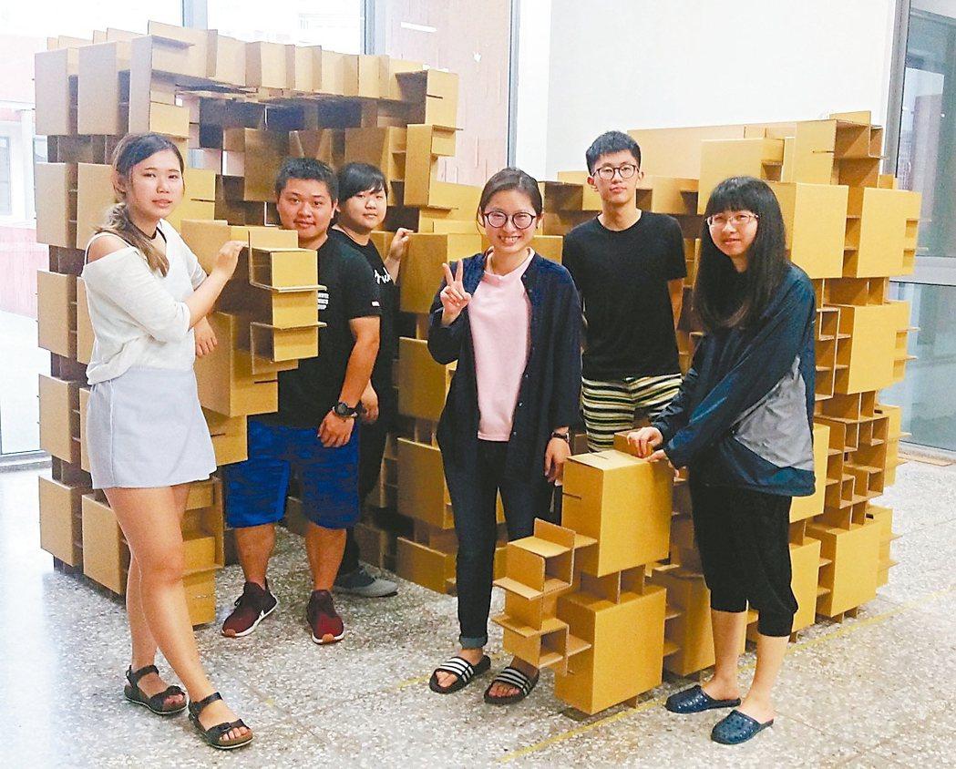 金大建築學系一年級學生參加「海峽兩岸大學生實體建構大賽」,奪得特等獎(冠軍),學...