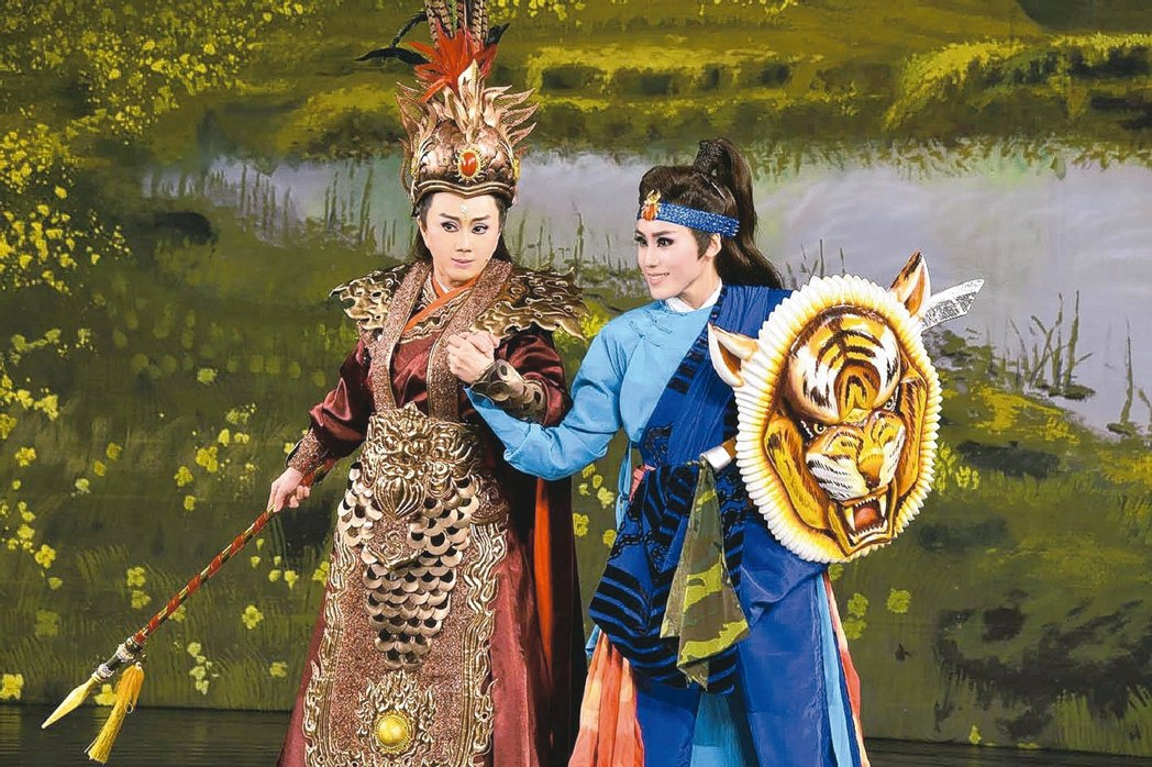 孫翠鳳(左)、陳昭賢母女在《么嘍正傳》同台對決。 圖/明華園提供