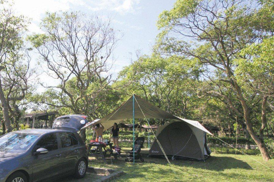 近年露營風興起,新北龍門露營區是台灣占地最廣的露營區。 記者牟玉珮/攝影