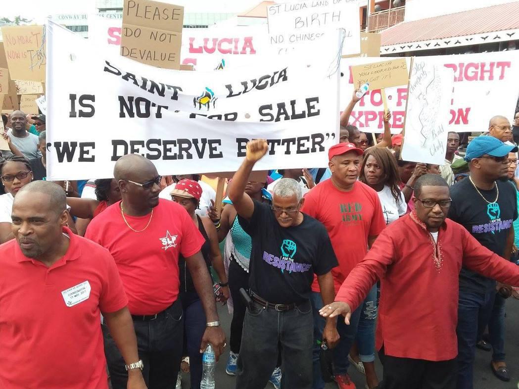 居民也組成當地的公民聯盟,試圖組織群眾進行草根串連,施加壓力要求政府暫緩未經謹慎...