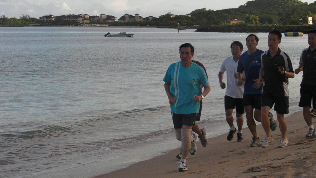 人生地不熟的中國人,大多與當地社群高度疏離。圖為2013年8月,前總統馬英九出訪...