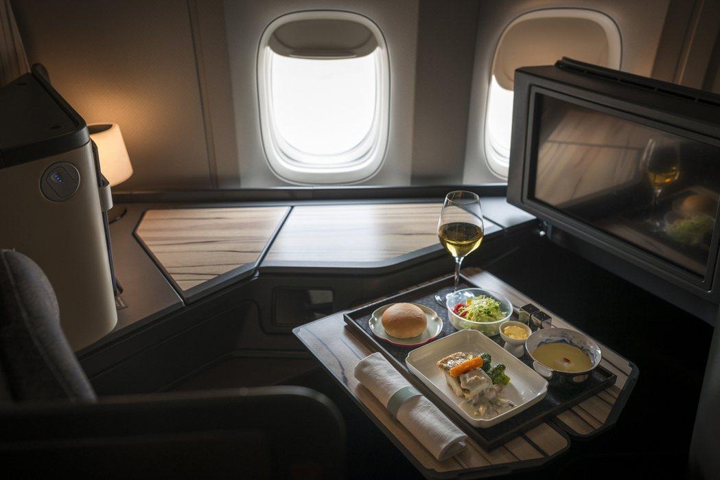 華航全新的777新機機上餐講究「輕食好眠」的境界,更符合現代旅客的需求。 華航/...