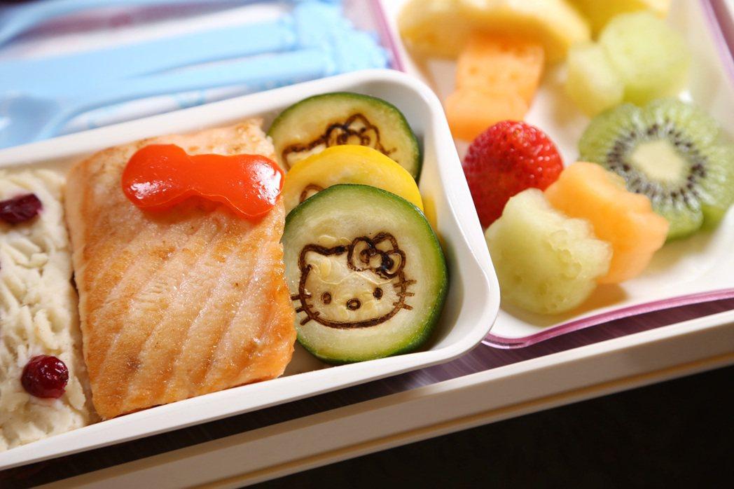 長榮航空的Hello kitty機上餐點更是讓飛機餐萌翻天。 長榮/提供