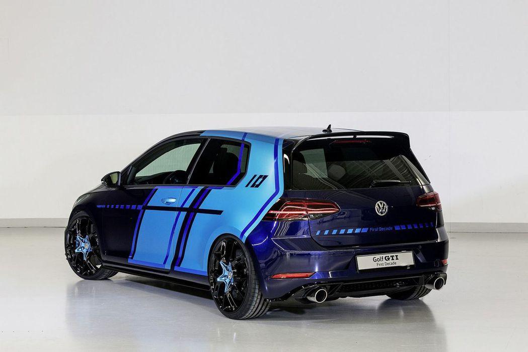 車尾後方換上了 GTI Clubsport 後擾流,並於掀背尾門處刻上「Frst Decade」與 「10」字樣,彰顯其不凡的紀念定位。 摘自 Volkswagen
