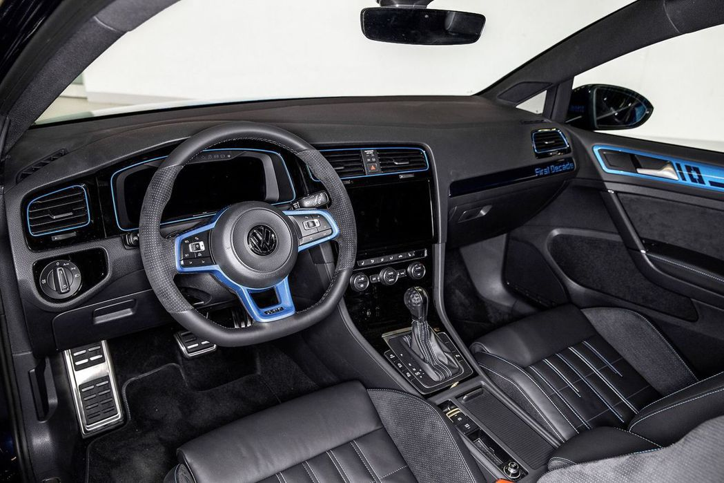 Golf GTI First Decade 的內裝相當年輕動感。 摘自 Volkswagen