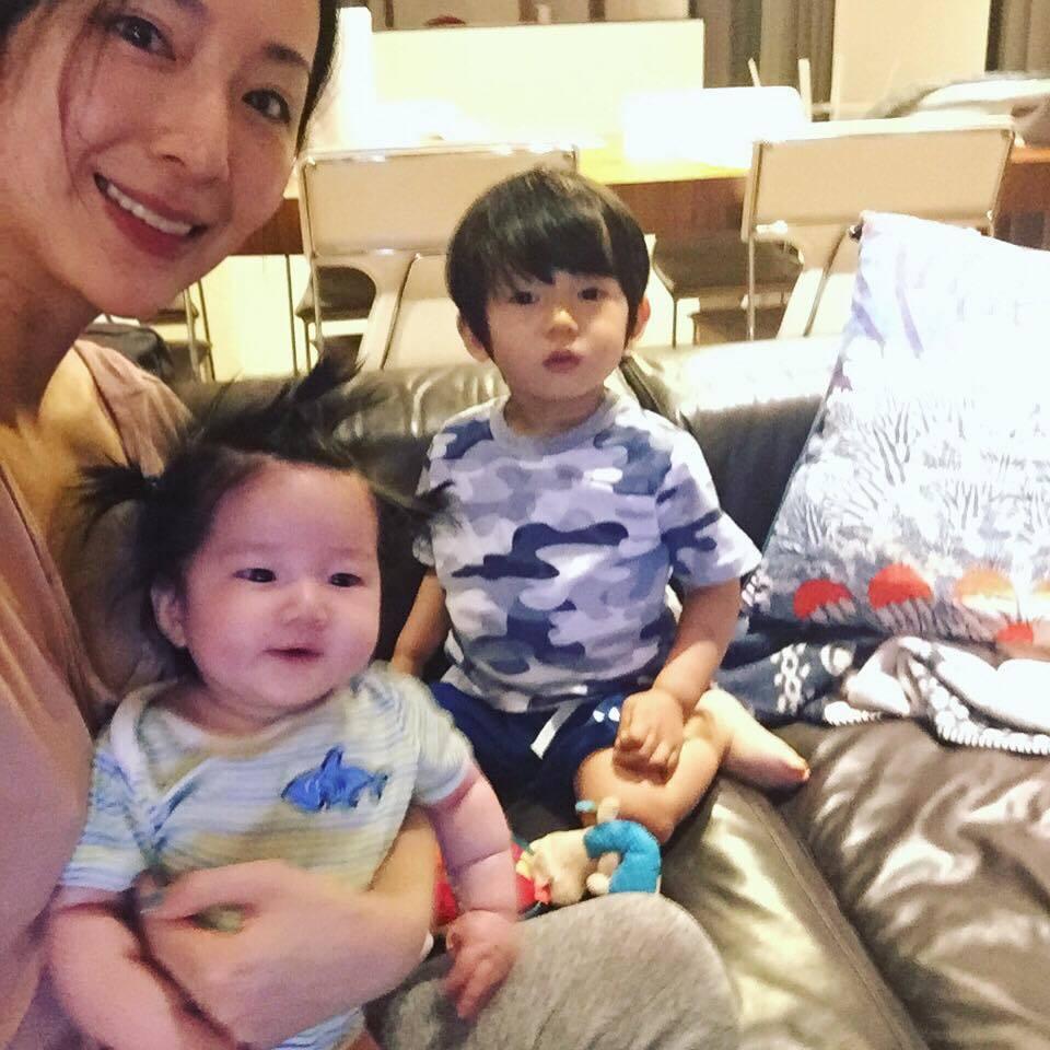 隋棠與Max、Lucy合照。 圖/擷自臉書。