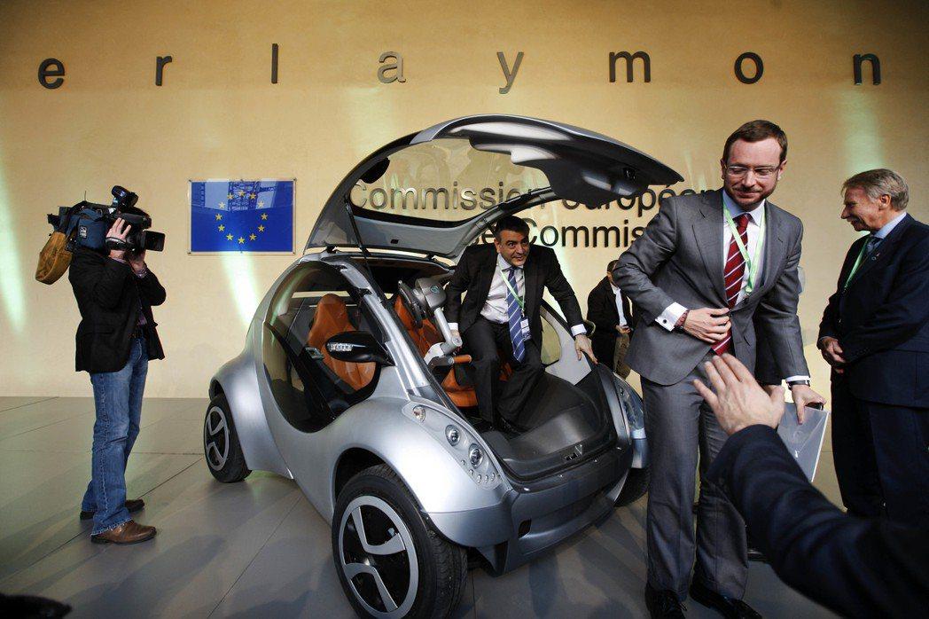 電動小摺車Hiriko,2012年在歐盟位於布魯塞爾的總部首次亮相。 圖/新...
