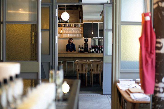 如果在店舖逛累了,穿過走廊就能進入咖啡店的空間。