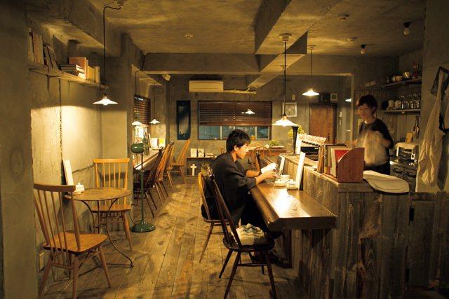 1位於2樓的靜謐空間,可以自由選擇一個喜歡的角落閱讀放鬆。