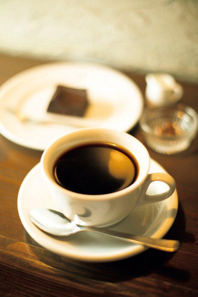 咖啡豆以深焙和中焙為主,會附上牛奶中和苦味。