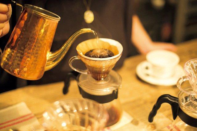手沖咖啡的水溫、悶蒸及時間的掌握,都考驗著咖啡師的功力。