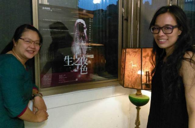 EX-亞洲劇團製作人林浿安(左)與平面設計鄭秀芳
