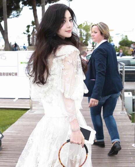 范冰冰在坎城穿Chloe洋裝,回眸一笑很傾城。圖/取自sohu