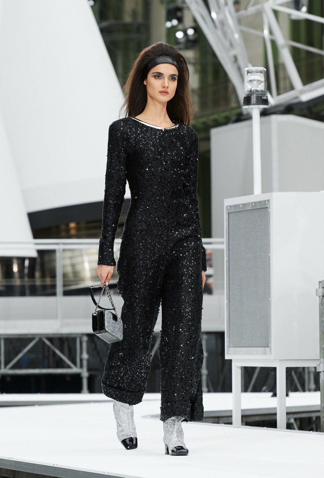 蒂妲史雲頓穿的香奈兒2017春夏高級訂製服。圖/香奈兒提供