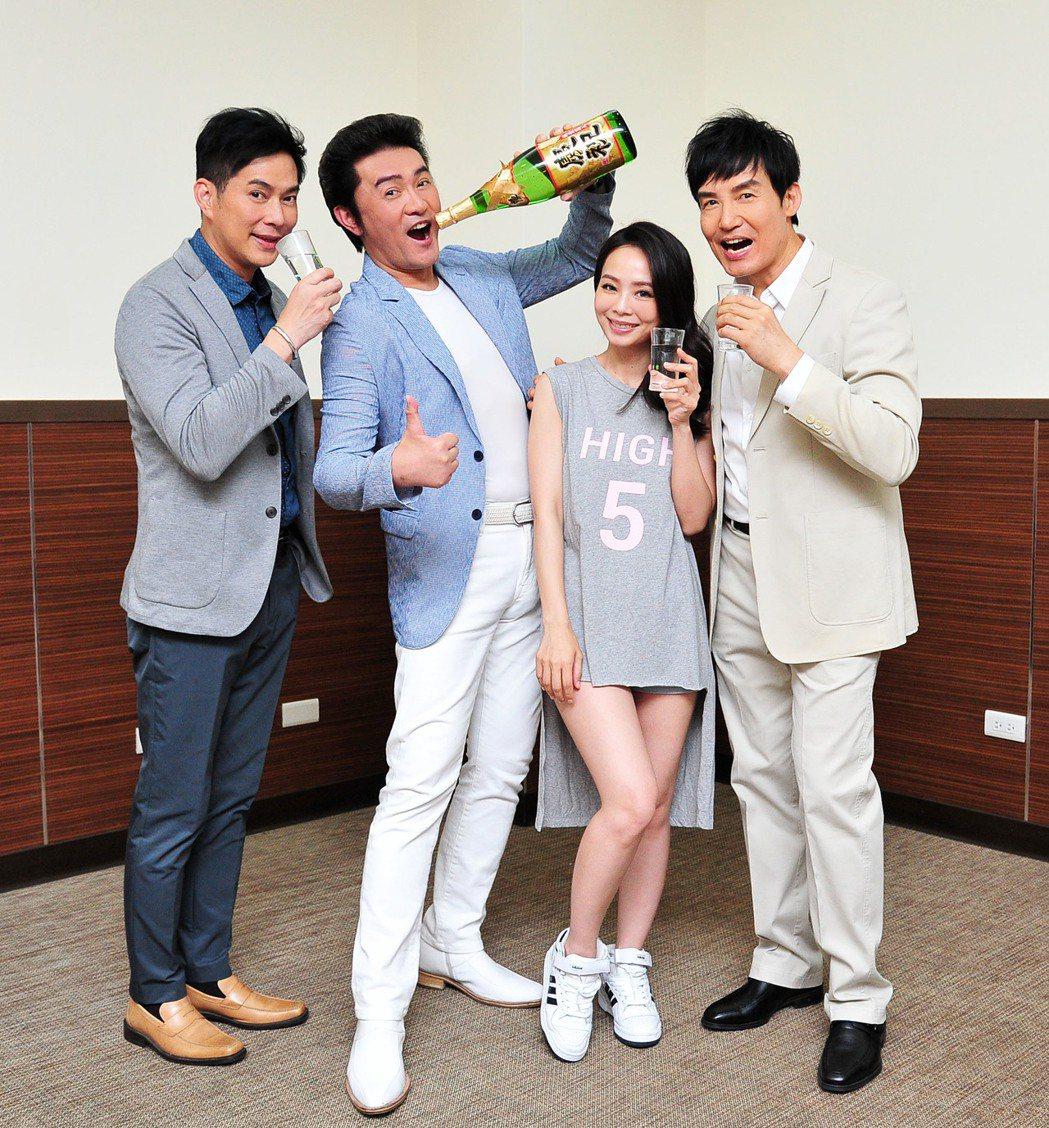 林健寰(左起)、李㼈、孫淑媚、霍正奇為「牡丹花開」首播開紅盤慶功。...