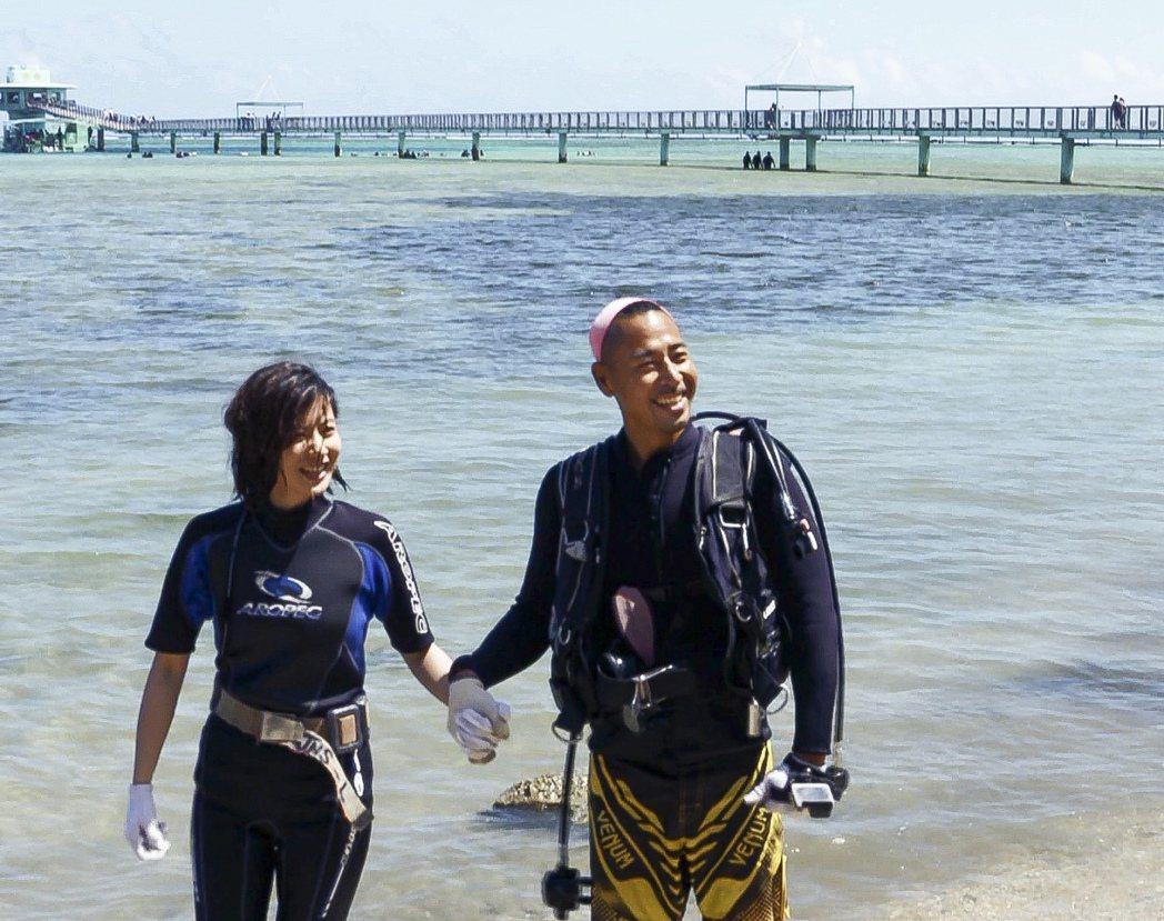 林予晞遇到帥氣潛水教練。圖/TVBS提供