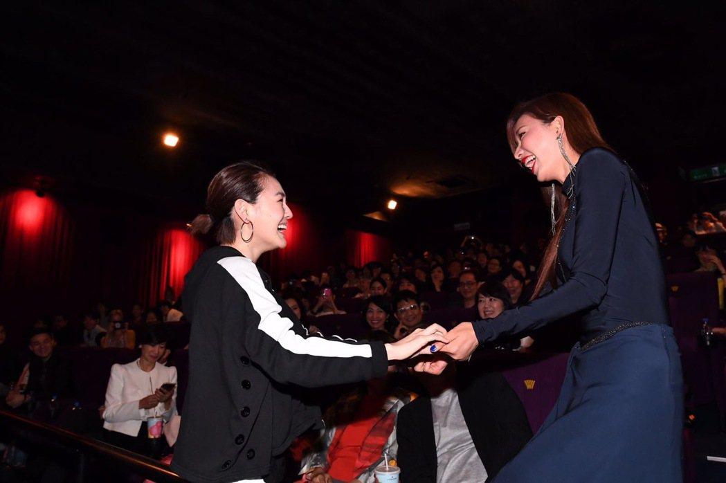 小S和林志玲握手言歡。圖/凱擘提供
