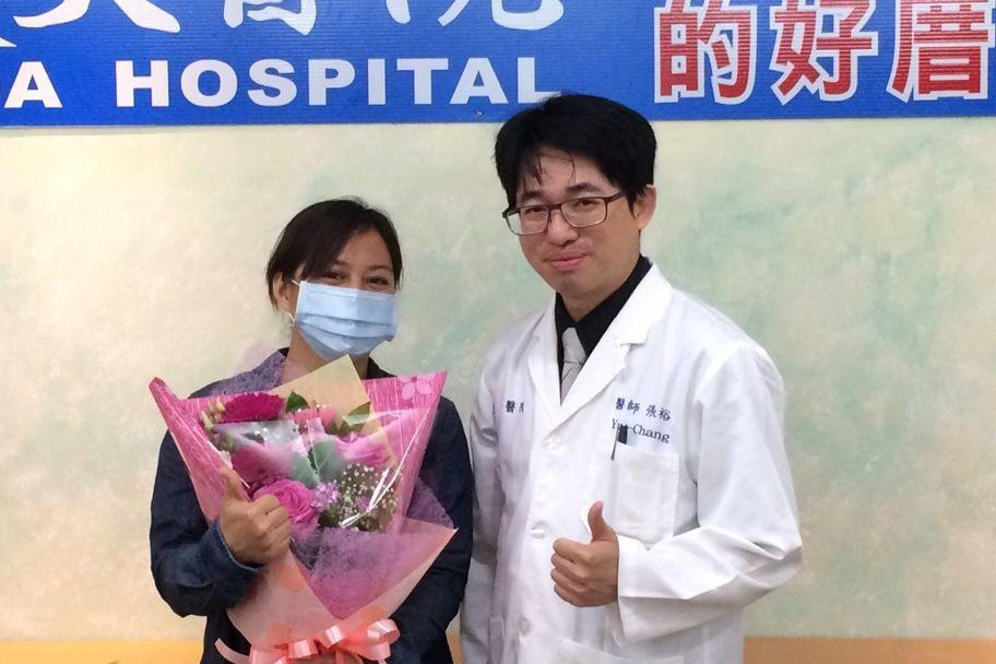 陳小姐(左)因子宮肌瘤作祟,月經來潮長達10天,且滴滴答答不停,經義大醫院使用無...