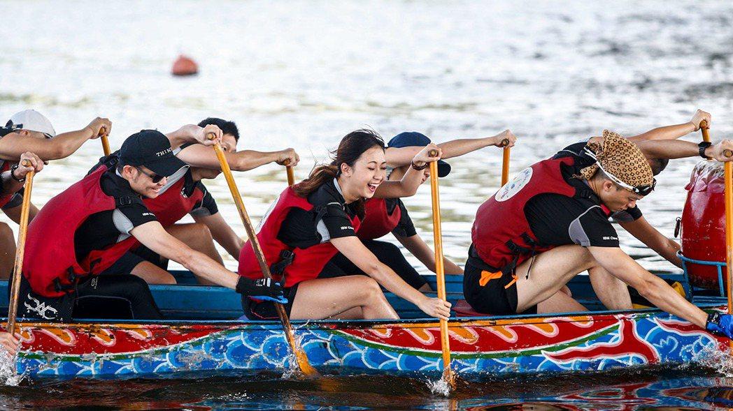 划龍舟的關鍵,在於團隊動作的一致性,否則將浪費自身力氣。 記者/程宜華