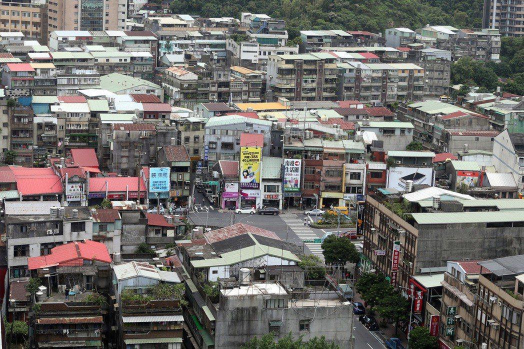 台灣的市容屢被網友垢病很醜。 報系資料照