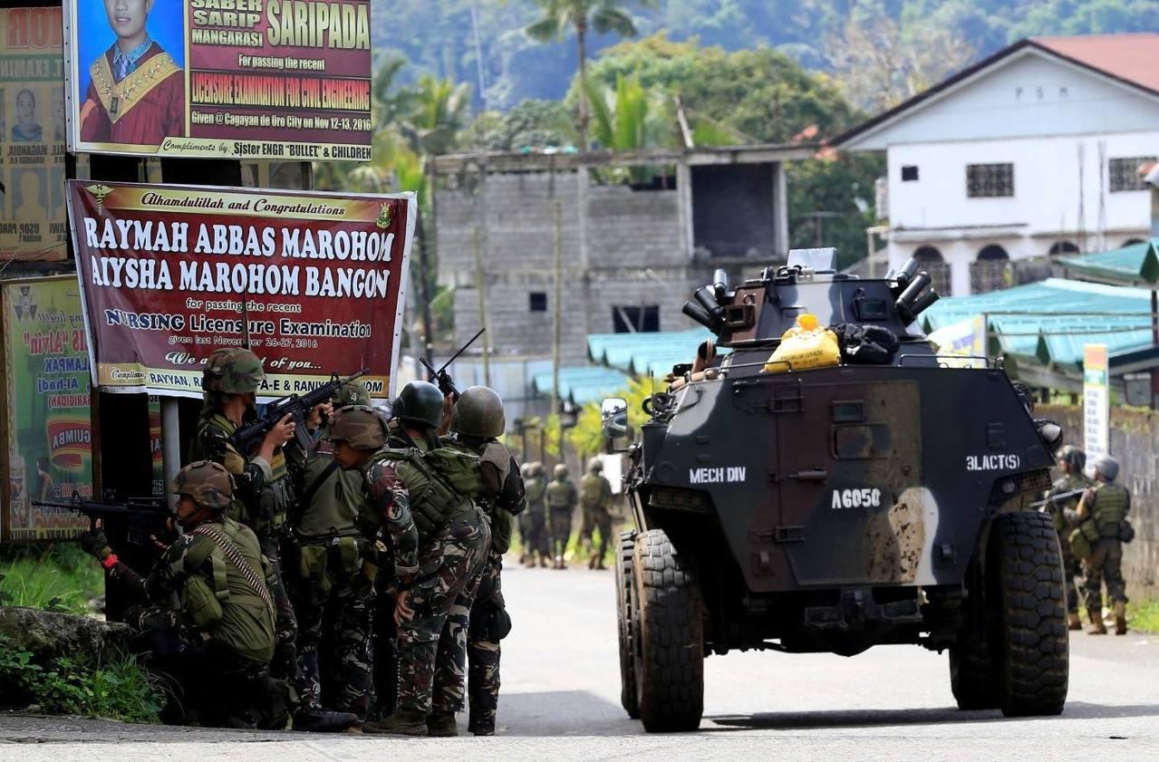 杜特蒂將戒嚴範圍訂定為達民答那峨島全境,然而眾多菲律賓公民團體仍質疑,認為沒必要...