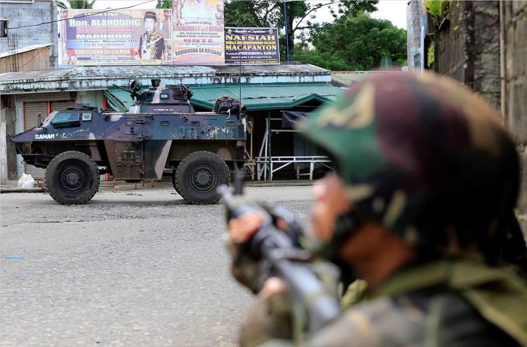 由於恐怖組織馬巫德集團和菲律賓軍警於馬拉韋市爆發武裝衝突,總統杜特蒂宣布菲律賓第...