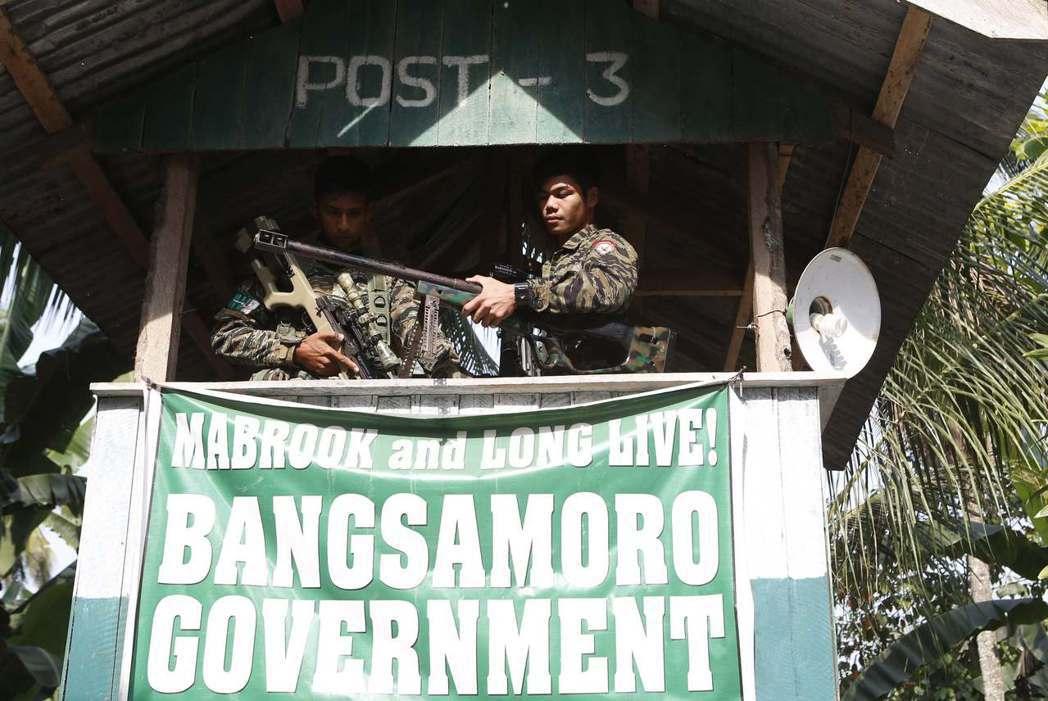 交戰方的恐怖組織馬巫德集團,由菲律賓境內最大游擊組織「莫洛伊斯蘭解放陣線」(MI...