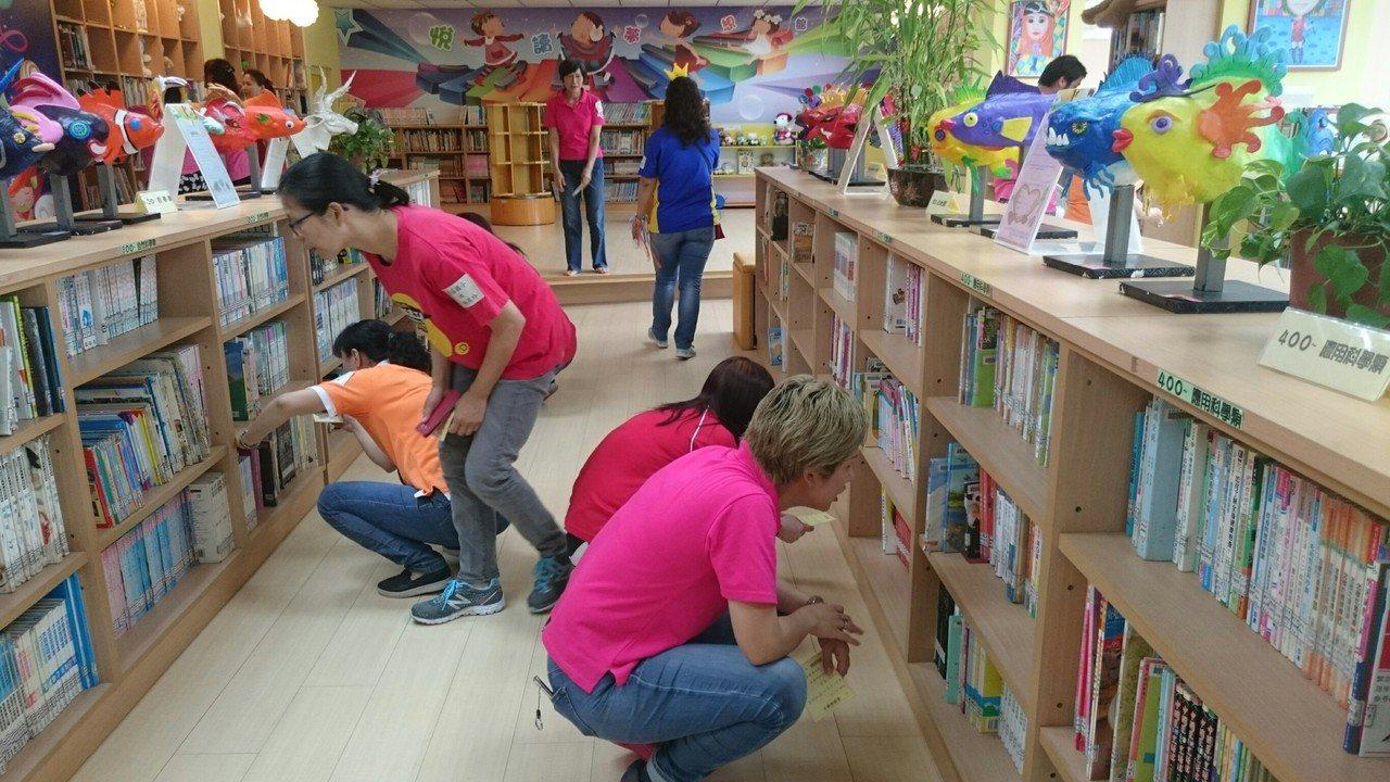 在尋找BOOK夢GO的挑戰中,重拾求學時期在圖書館依索引翻閱書籍的書香記憶。 圖...