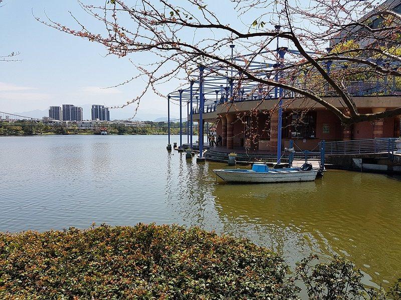 龍潭觀光大池規畫有完善的休憩設施