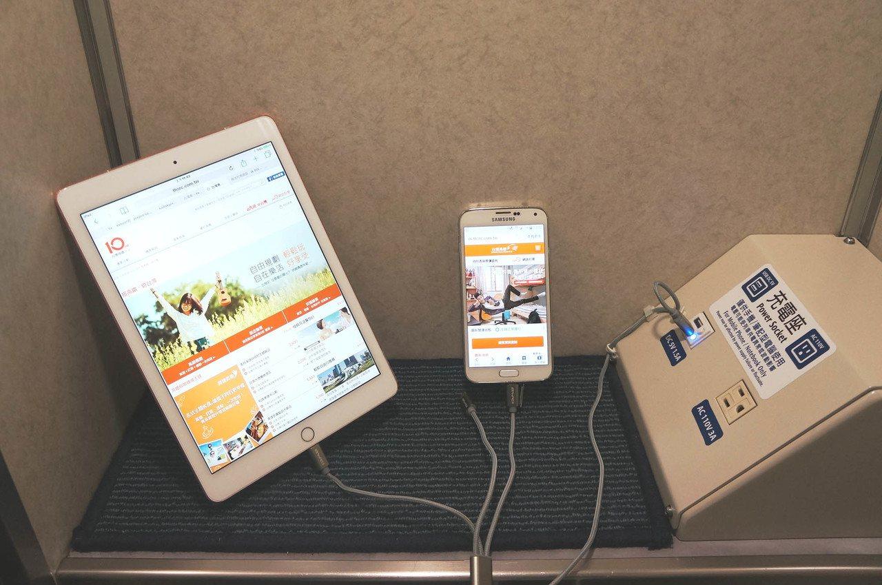 台灣高鐵更新充電設備,新增USB插座。圖/台灣高鐵提供