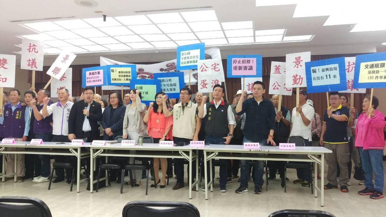 市議員王鴻薇、徐世勳、秦慧珠、張茂楠、戴錫欽、洪健益等議員在市議會舉行聯合記者會...