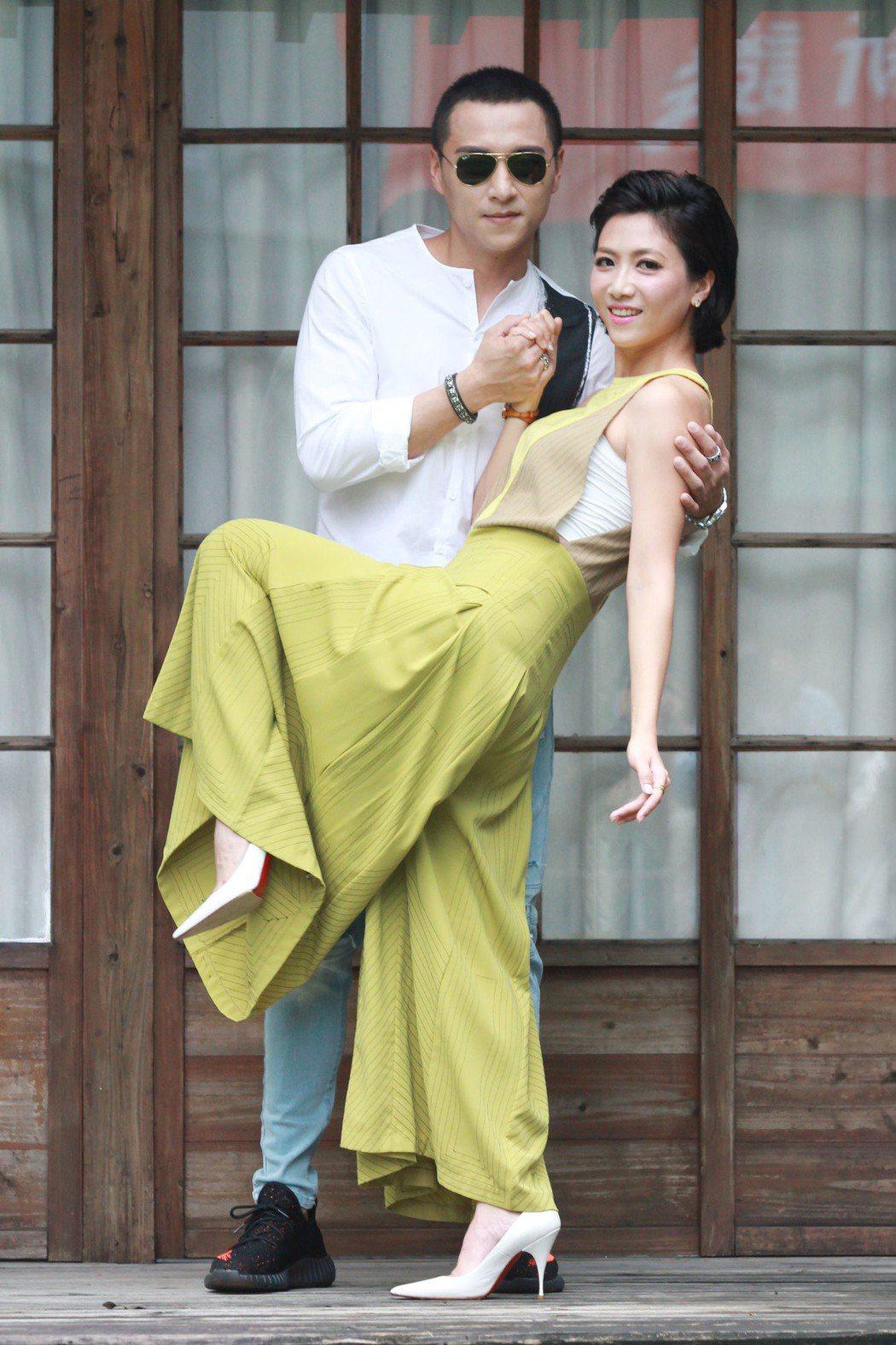鄭人碩和徐麗雯(右)。圖/民視提供
