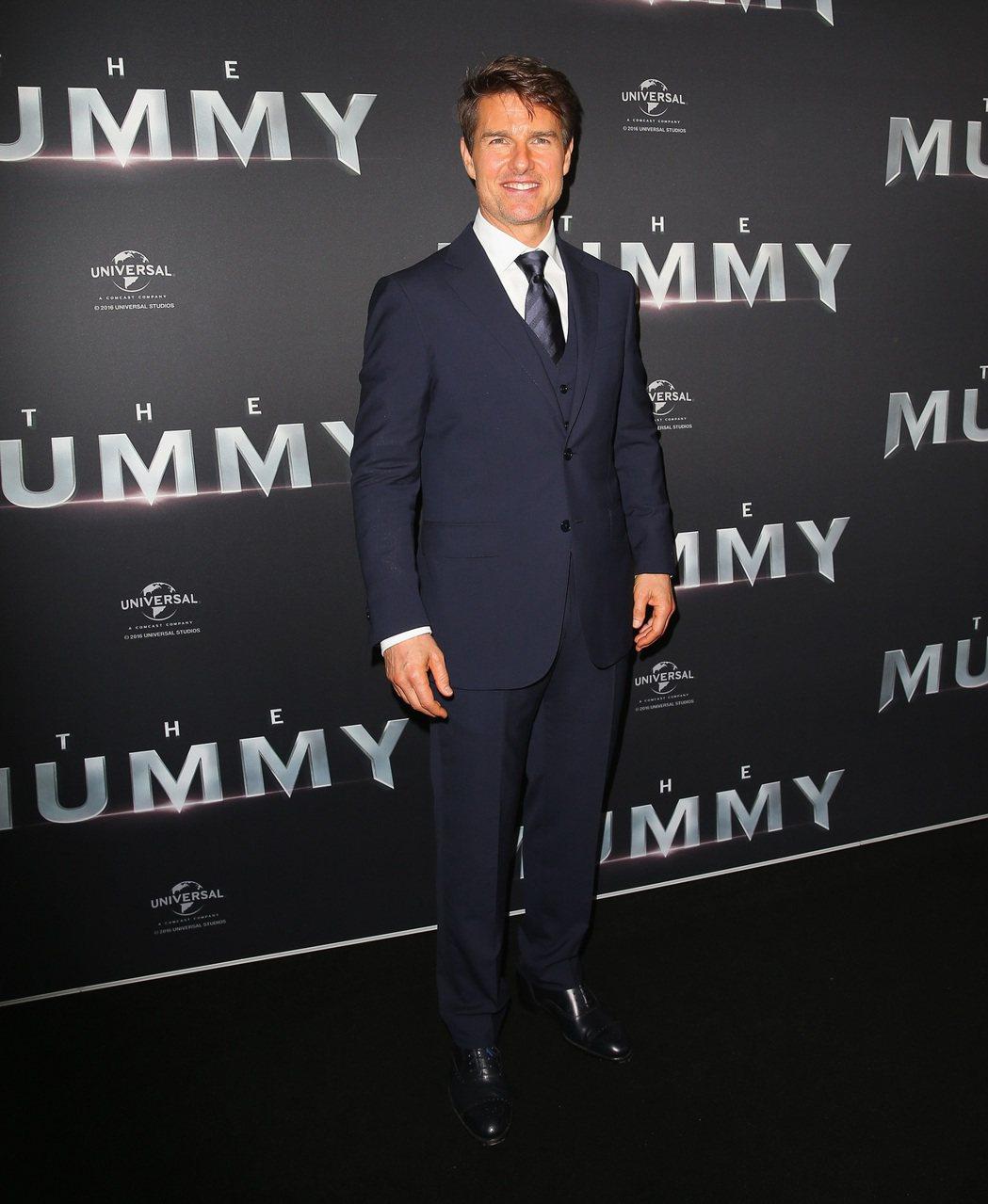 湯姆克魯斯在澳洲首映會時,穿著Ermenegildo Zegna特別為他訂製的西...